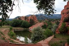 An easy 2 mile hike, just across from Garden of the Gods but without the crowds Colorado Homes, Colorado Springs, Canyon Colorado, Colorado Hiking, Oh The Places You'll Go, Places To Visit, Pikes Peak, Canada, Rocky Mountains