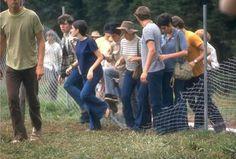 vintage everyday: Fans of the 1969 Woodstock Festival – 53 Photographs That Show Just How Crazy Woodstock Really Was 1969 Woodstock, Festival Woodstock, Woodstock Hippies, Woodstock Music, Janis Joplin, Coachella, Creedence Clearwater Revival, Joe Cocker, Joan Baez