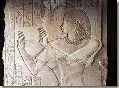 In de Thebaanse heuvels in Loeksor ligt het graf van Chaemhat (TT 57). Zijn graf is in 1842 ontdekt door een Britse amateur-archeoloog George Lloyd. Chaemhat was 'opzichter van de Graanschuren van Opper- en Neder-Egypte' en 'koninklijke schrijver'.