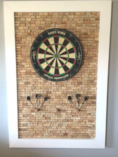 Entertainment Discover Excellent free-standing corkboard for a dartboard surround! Cork Dartboard, Dartboard Ideas, Dartboard Surround Diy, Ideas Hogar, Billiard Room, Cork Crafts, Basement Remodeling, Basement Ideas, Game Room Basement