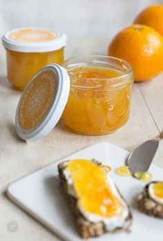 Orange-vanilla jam, sunny happiness in a glass without sugar & free printable labels - for holidays . the beautiful life - Orange-vanilla jam, recipe for delicious jam without sugar, free printable labels - Yogurt Recipes, Jam Recipes, Sweet Recipes, Chutneys, Marmalade Jam, Holiday Party Appetizers, Good Food, Yummy Food, Vegan Baking