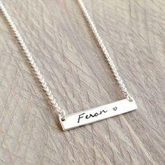 The Bar Necklace Sterling silver . Mooie handgemaakte sterling zilveren ketting met naam of letters. Voor altijd je dierbaren dichtbij.