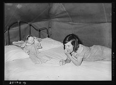 Child migrant with doll in tent home. Library of Congress. Vintage Children Photos, Vintage Photos, Rio Grande Valley, Harlingen Texas, Dust Bowl, Great Depression, The Uncanny, Texas History, Old Dolls