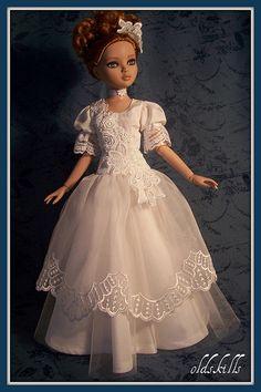 A white fantasy gown for Ellowyne Wilde.