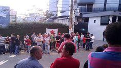 BFC: Manifestantes em favor de Lula fazem vigília em fr...