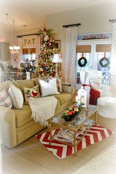 60 Simple Living Room Christmas Decor Ideas 30 – Home Design Christmas Living Rooms, Christmas Room, Christmas Time Is Here, Merry Little Christmas, Country Christmas, Simple Christmas, Christmas Holidays, Christmas Ideas, Christmas Kitchen