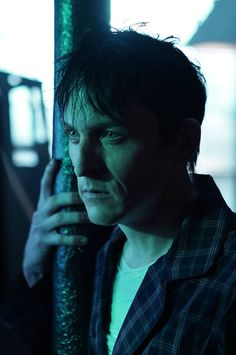 Gotham 2x09 - Penguin (Robin Lord Taylor)