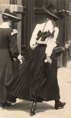 Edward Linley Sambourne Street Fashion 19 - 1906