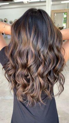Balyage Hair, Brown Hair Balayage, Brown Hair With Highlights, Hair Color Balayage, Brown Hair Colors, Lowlights For Black Hair, Brunette Hair Colour, Blonde Highlights On Dark Hair Brunettes, Brown Hair Inspo