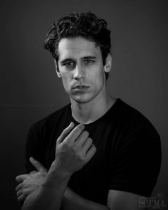 Carlos, Las chicas del cable. Series Movies, Tv Series, Spanish Men, Chill, Girls Series, Ex Girlfriends, Guys And Girls, Handsome Boys, Portrait