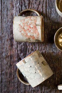 Ceramic Boxes, Ceramic Cups, Ceramic Art, Hand Painted Ceramics, Painted Porcelain, Korean Painting, Clay Cup, Clay Design, Sgraffito