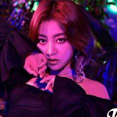 MISS KOREA JIHYO👑 she look stunning as always😍 Breakthrough teaser (japanese comeback) jihyo parkjihyo jyp twice jypent jypnation leader fancy fancyyou kpop kstyle korean breathrough teaser love lfl fff Nayeon, Kpop Girl Groups, Korean Girl Groups, Kpop Girls, I Hate Boys, Park Ji Soo, Ft Tumblr, Twice Album, Miss Korea