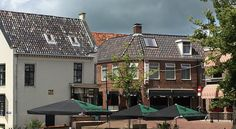 Hotel Café Restaurant 't Raedhûs Dokkum Hotel Café Restaurant 't Raedhûs is situated in the city centre of Dokkum. A complimentary breakfast is served in the morning and there is a charming terrace.  The hotel rooms are basic but cosy with a TV.