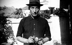 Personal moments … William S Burroughs. Photograph: William S Burroughs Beat Generation, Jack Kerouac, Photographers Gallery London, William S Burroughs, Beatnik, Reading Groups, Foto Art, Weird World, Historical Photos