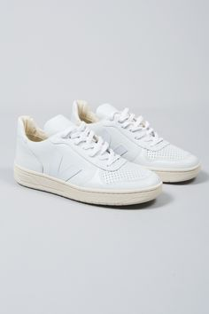 Veja Extra White V 10 Leather Trainers: The mission of Danish brand, Veja, is to create a supply chain in the manufacture of their products that respects both humans and the environment. The designers work with all natural materials, including tapping rubber from trees without the use of industrial processes and buying cotton from organic farmers in Brazil to weave canvas for the brand's footwear collections. Sustainability and trading fairly is at the heart of the brand's philosophy.