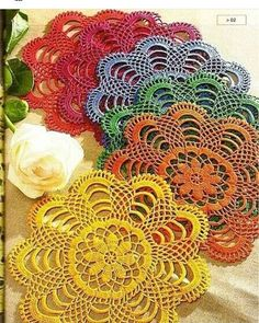 Small round doilies and their free grids! - Crochet Flowers and Applications, Crochet Dollies, Crochet Doily Patterns, Crochet Squares, Thread Crochet, Crochet Motif, Crochet Designs, Crochet Flowers, Crochet Stitches, Knit Patterns