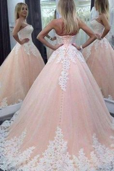 Stunning Floor-Length Sweetheart Wedding Dress with Appliques 7b8adfdf8083