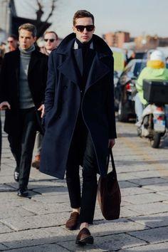 2016-03-16のファッションスナップ。着用アイテム・キーワードはコート, サングラス, デニム, トレンチコート, モンクストラップ, 黒パンツ,etc. 理想の着こなし・コーディネートがきっとここに。  No:136739