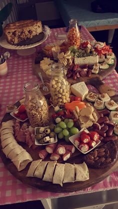 Party Finger Foods, Snacks Für Party, Appetizers For Party, Party Food Platters, Food Trays, Appetizer Sandwiches, Appetizer Recipes, Charcuterie And Cheese Board, Eat Better