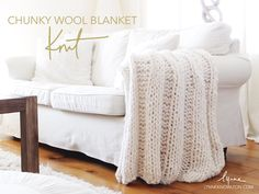 These knitted blanket patterns will have you hurrying home to bundle up every night. With free knitting patterns like these, you'll be happy to cuddle up on the couch. Choose one of these gorgeous patterns and learn how to knit an afghan blanket! Chunky Knitting Patterns, Easy Knitting, Knitting For Beginners, Knitting Needles, Loom Knitting, Knitting Stitches, Knitted Afghans, Knitted Blankets, Knitted Baby