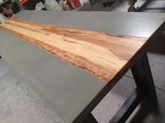 Tables de béton et le bois