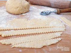 Segnate la ricetta nel vostro ricettario,la frolla alla panna e una speciale pasta frolla molto più golosa dell'originale e che renderà speciali le vostre crostate e biscotti...