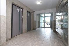 #продажанедвижимости #всловакии #братислава #квартиры Адрес: 851 03 Bratislava, Petržalka, Mlynarovičova. Двухкомнатная квартира на продажу, ул. Млинаровичова (Mlynarovičova), район Петржалка (Petržalka), Братислава, Словакия. Квартира площадью 54,46 м2 + 3 м2 лоджия + 1 м2 кладовая, панель, этаж 11 из 14, лифт, состоит... Подробнее: Янина Зборовская; тел: +421 903 407 775; mail@realty-slovakia.ru. Windows, Ramen, Window