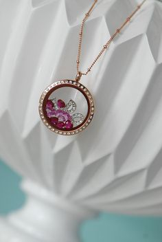 ADORABLE idea for weddings. Living Lockets are perfect for all occasions! Go to www.origamiowl.com to see more!
