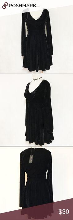 Black velvet long sleeves chic dress Beautiful black velvet dress with V neckline and long sleeves. Great quality with zipper closure. ✅Avail sz L, NWT Honey Punch Dresses Mini