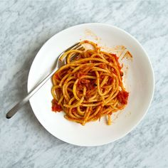 Learn to make Food & Wine's spicy and porky bucatini amatriciana with star chef Hugh Acheson. Best Pasta Recipes, Wine Recipes, Cooking Recipes, Baked Rigatoni, Italian Pasta, Pasta Dishes, Pasta Food, Bon Appetit, Kitchens