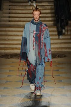 Catwalk photos and all the looks from LCF MA Menswear Autumn/Winter 2016-17 Menswear London Fashion Week Mens Trends, Male Fashion, Fashion Art, Fashion Trends, Fashion Design, Womens Fashion, Beth Williams, London College Of Fashion, London Fashion