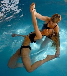 Watsu is a passive form of aquatic bodywork / therapy that supports and gently moves a person through warm water in graceful, fluid movement. Massage Tips, Massage Therapy, Acupressure Treatment, Acupuncture, Aquatic Therapy, What Is Meditation, Spa Treatments, Treatment Rooms, Yoga Routine