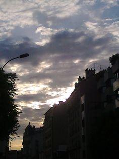 En partant pour l'entraînement : Le ciel était beau ce matin-là. Ai-je pensé à toi ?    [mardi 5 juin 2012 6:55, Clichy la Garenne rue Henri Barbusse]  130222 1545 | gilda_f