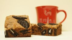 A culpa é das bolachas!: Brownies de Oreo Oreo Brownies, Brownie Oreo, Deserts, Cookies, Recipes, Food, Chocolates, Beautiful, Wafer Cookies
