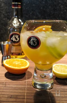 Delicious cocktails and drinks with Licor 43 - fruity, spicy, sweet, spicy Smoothie Recipes For Kids, Healthy Breakfast Recipes, Cocktail Shots, Smoothies With Almond Milk, Party Food And Drinks, Strawberry Smoothie, Sweet And Spicy, Smoothie Bowl, Perfect Food