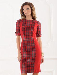 Простое красное платье декорированное клеткой, Золотой браслет