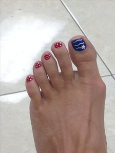 Love my 4th of July toes.