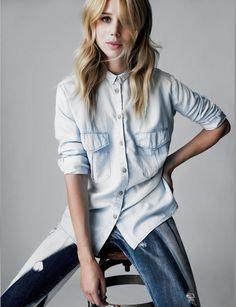 No dia a dia a camisa jeans é uma peça de fácil combinação permitindo ser usada em praticamente todos os locais.