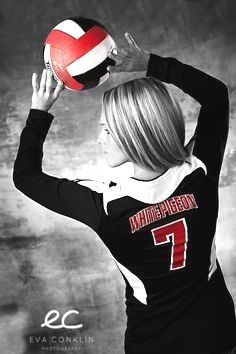 Black and white volleyball player photo with selective color Volleyball Team Photos, Volleyball Posters, Volleyball Senior Pictures, Senior Girl Poses, Girl Senior Pictures, Team Pictures, Sports Pictures, Senior Girls, Volleyball Setter