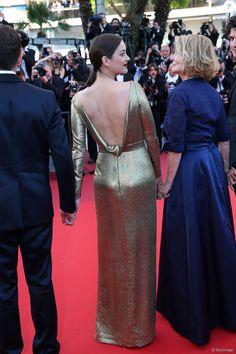 """Marion Cotillard habillée par Dior - Montée des marches du film """"Mal de pierres"""" lors du 69e Festival International du Film de Cannes. Le 15 mai 2016. © Borde-Jacovides-Moreau/Bestimage"""