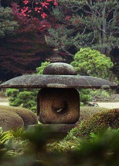 Rikugien Lantern Rikugien is a garden in Tokyo that was built in 1702 #japanesegardendesign