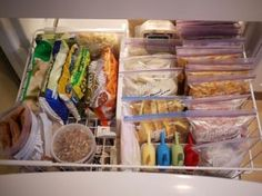 Freezer cooking tips, tricks, lists. We have a freezer drawer, I hate it. Everything gets lost in there. I need to organize it like this.