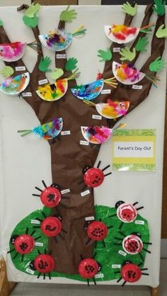 Preschool Bulletin Board - Tree, Paperplate Birds, Handprint Leaves and Bowel Ladybugs Crafts Bird Crafts Preschool, Ladybug Crafts, Butterfly Crafts, Preschool Bulletin, Easter Activities, Spring Activities, Baby Room Display Boards, Art For Kids, Crafts For Kids