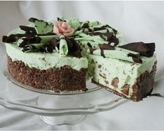 Cheese Cake of Domino or Oreo bisquits, filling flavoured with mint liquor, decorated with brown and white chocolate - Ullanunelma. Fancy Desserts, Vegan Desserts, Delicious Desserts, Cake Recipes, Dessert Recipes, Just Eat It, Gluten Free Cakes, Vegan Cake, Vegan Baking