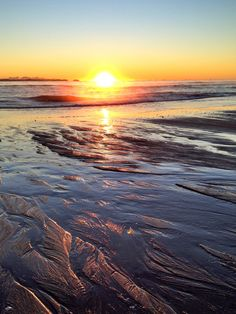 I can almost feel the cold ocean water on my feet....sigh......