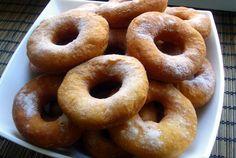 Якщо ви полюбляєте каву - вам просто необхідно приготувати смачні пончики, які неймовірно поєднуються із цим ароматним напоєм. Апетитні, пухкенькі пончики можна швидко приготувати за нашим рецептом з невеликої кількості складників.     А вам сподобався рецепт сирних пончиків? Діліться інформаці