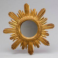 Espelho de meados do sec.20th, 47cm de diametro, 2,610 USD / 2,260 EUROS / 9,230 REAIS / 16,880 CHINESE YUAN soulcariocantiques.tictail.com