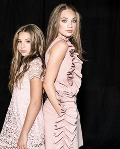 Maddie y Mckensey Maddie And Mackenzie, Mackenzie Ziegler, Beach Dance Photography, Dance Moms Quotes, Maddie Zeigler, Figure Drawing Reference, Pose Reference, Best Friend Photography, Dance Moms Girls