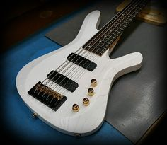 Kiesel Guitars Carvin Guitars  V69K in white/white raw tone finish