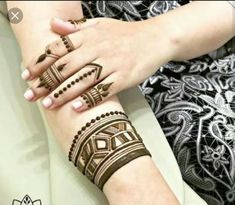 Check beautiful & easy mehndi designs 2020 ideas for mehandi ceremony. Save these latest bridal mehandi designs photos to try on your hands in this wedding season. Pakistani Mehndi Designs, Mehandi Designs, Latest Finger Mehndi Designs, Arabic Bridal Mehndi Designs, Stylish Mehndi Designs, Mehndi Designs For Fingers, Beautiful Mehndi Design, Mehndi Design Images, Latest Mehndi Designs